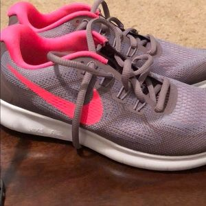 Nike tennis shoes size 6.5